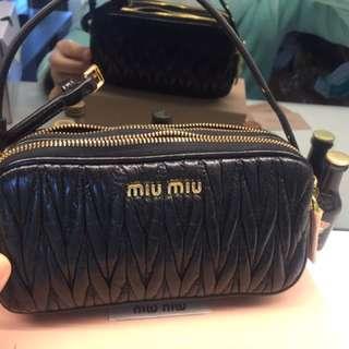 全新Miu Miu 黑色手拿包!❤️