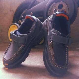 """Oshkosh kids' shoes (XL•11m•6.75""""•2-4y/o)"""