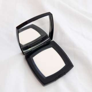 CHANEL - POUDRE UNIVERSELLE COMPACTE NATURAL FINISH PRESSED POWDER #10 LIMPIDE