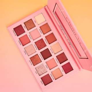 INSTOCK 100% AUTHENTIC TEASE ME EYE SHADOW PALETTE