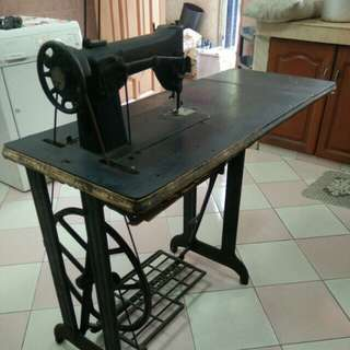 Sewing Machine ( antique )