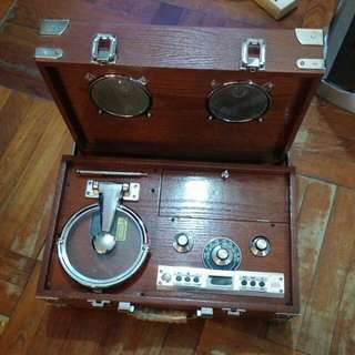 型格木箱喇叭連 CD 收音機