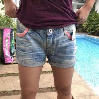 jeans pendek / short jeans