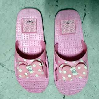 Size 33 Kids Pink Slippers