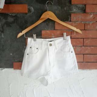 Highwaisted Shorts in White