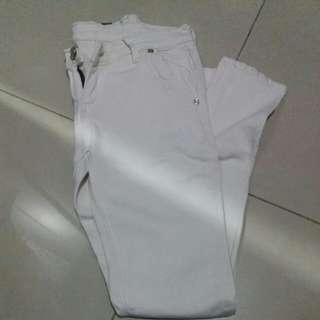 White jeans pants