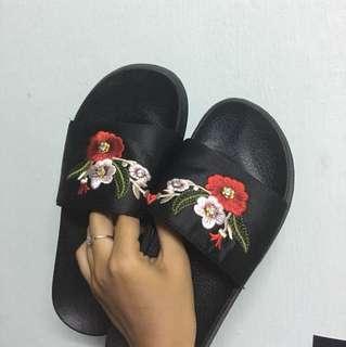 Vincci Embroidered Sandal