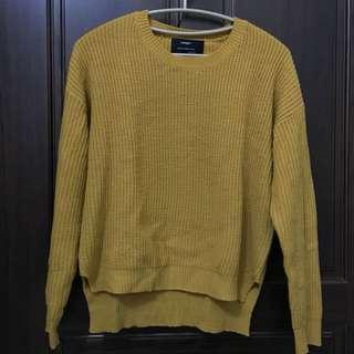 奶油黃毛衣