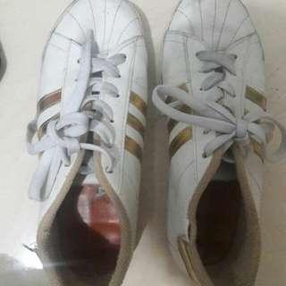 Preloved Sepatu Kets Adidas Size 39