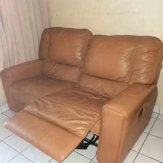 Sofa kulit recliner merk cellini