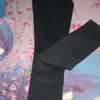 Celana chinos hitam cowo