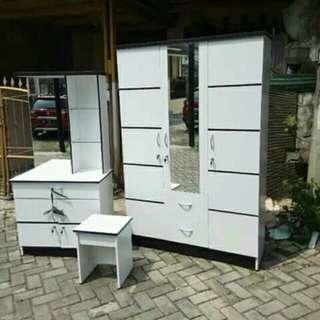 1 set lemari pakaian+meja rias