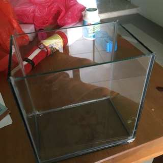 Transparent glass tank for fish aquarium