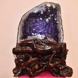 巴西紫水晶洞带矿石和钛晶 (火形) - Brazil Amethyst Cave With Ore and Titanium Crystal (Fire)