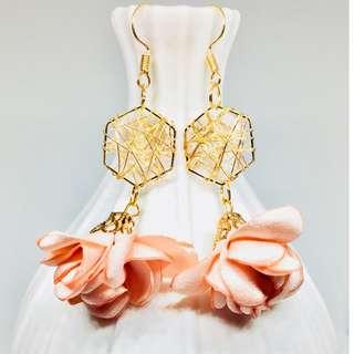 韓款玫瑰瓣襯閃珠手造耳環