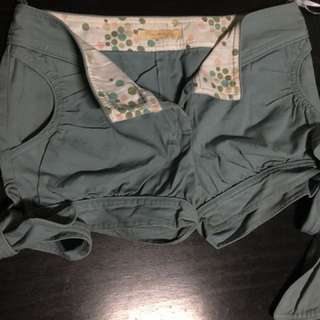 Shorts with side ribbons