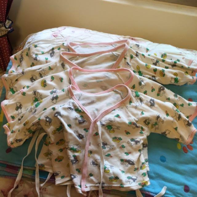 4件棉質新生兒衣服一起賣,初看無ㄨ,售出不退,高標請繞道