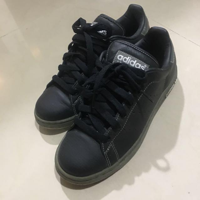 Adidas黑色休閒運動鞋