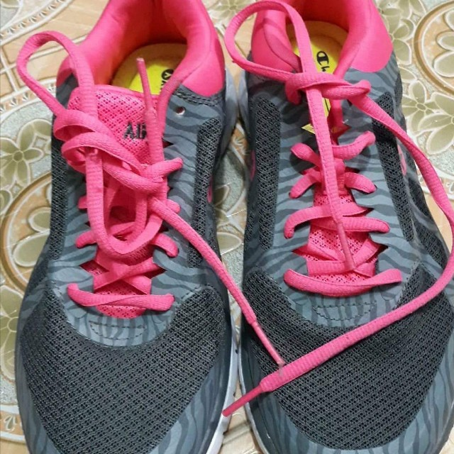 Airwalk sports shoes