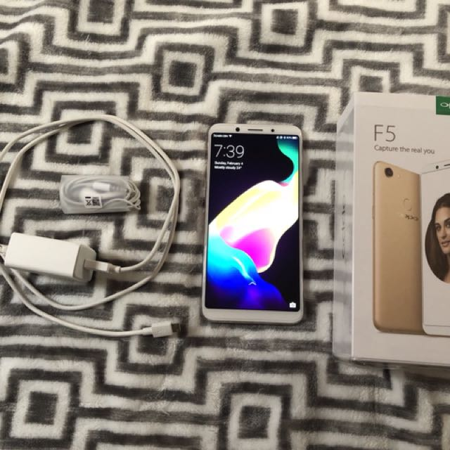 Almost new Oppo f5 gold