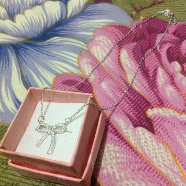 Authentic silver necklace (with Ribbon-designed Stone pendant)