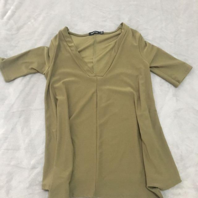 Boohoo Tshirt size 6