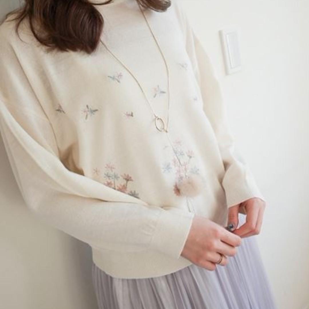 earth 氣質細緻彩色花朵刺繡針織衫 圓領精緻花草刺繡細針織上衣 kiki rika albert 日本妹必備