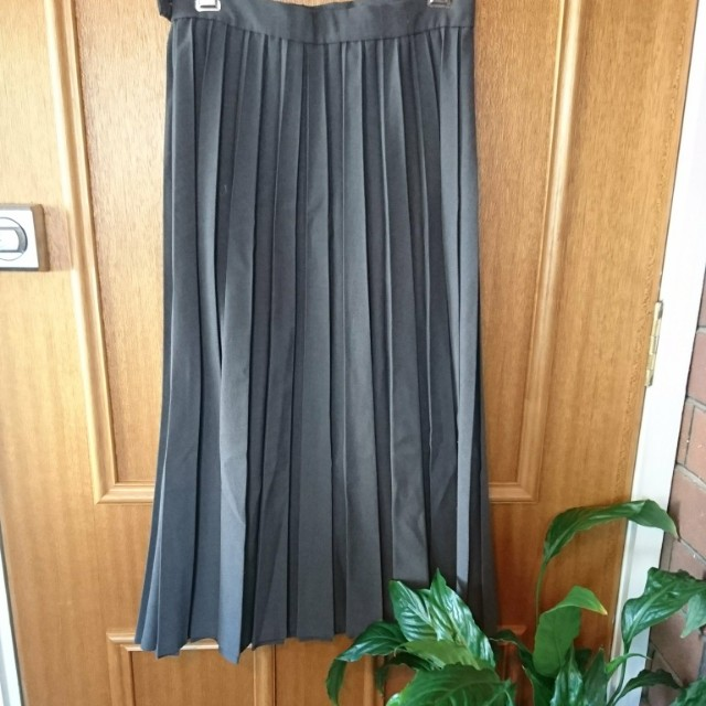 Grey electric pleated skirt