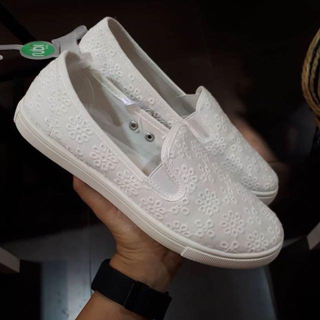 flat shoe white