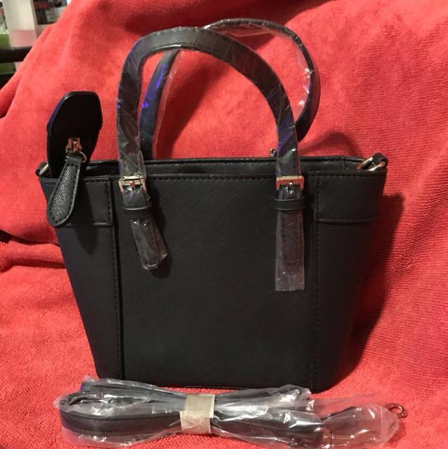 b9e927a17b Guess Mini Sling Bag