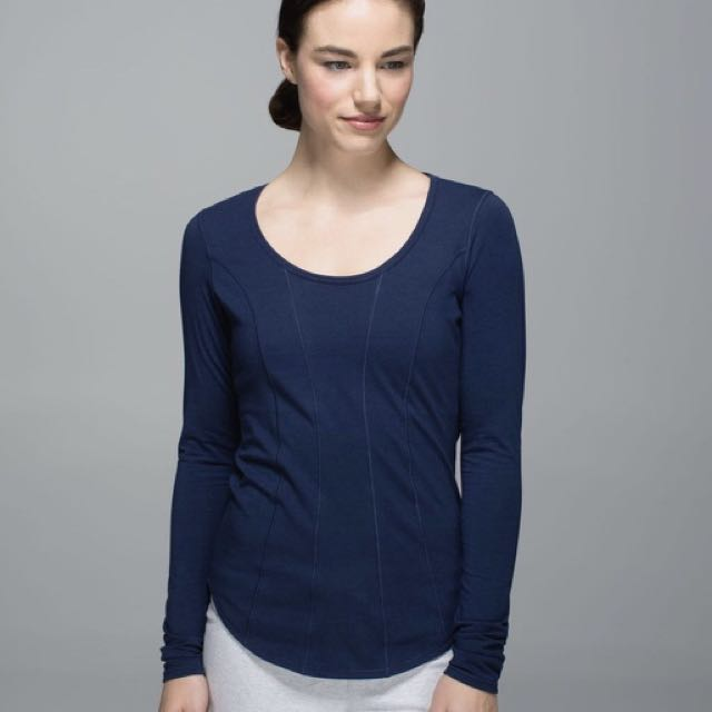 Lululemon navy long sleeve top size 2
