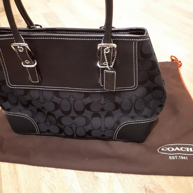 Preloved Authentic Coach bag Signature Medium Carryall Style