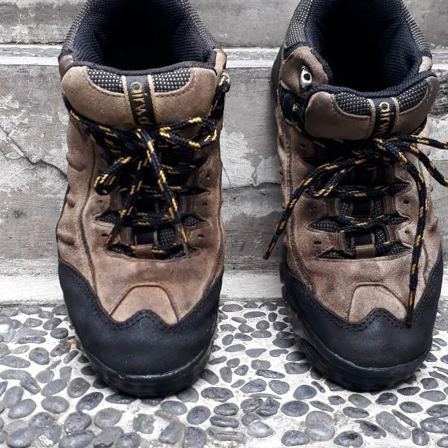 Sepatu gunung merk AIRWALK SIZE 39 e986703588