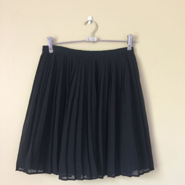Uniclo Pleated Mini Skirt