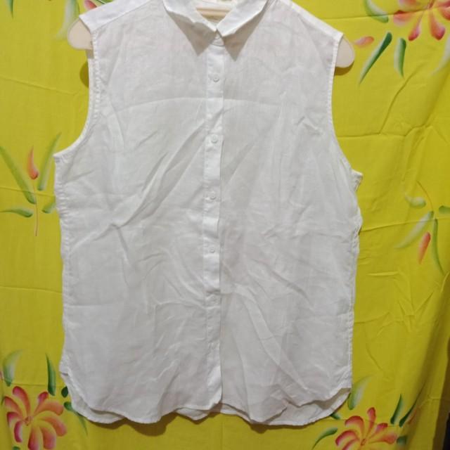 Uniqlo sleveless white top