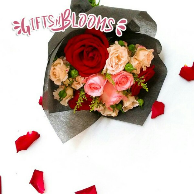 Valentines Day Bouquet Flower Rose V36 - ABSAOT, Gardening on Carousell