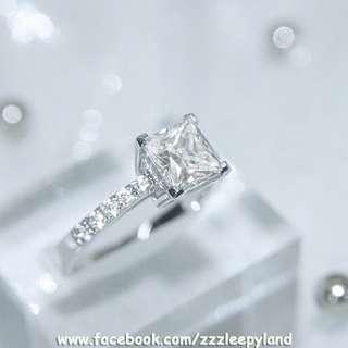 實物拍攝,  與周大福同款 , 超閃925純銀6層包金1卡高炭鑽公主方臂鑲碎石戒指,可訂造任何指圈size