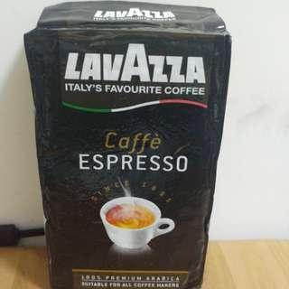 LavAzza Premium Coffees & LAVAZZA rossa