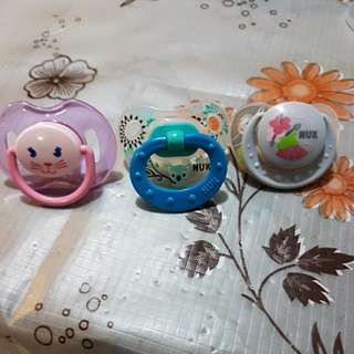 Giving away Pacifiers (0-6mths)