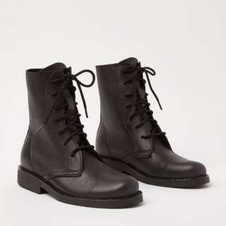 Roots women's high top tribe lace up boots - Size 8