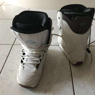 Womens Snowboard Boots - Size 5