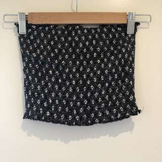 Glassons crop - black flowers