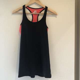 Gym singlet with build in sports bra