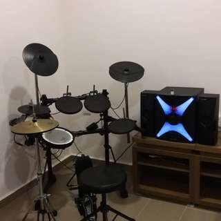 Roland td3 electronic drum set with speaker