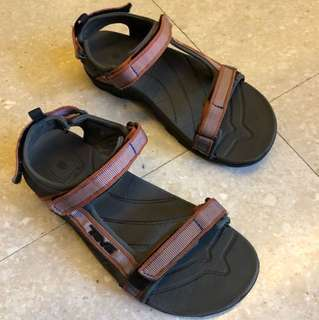 TEVA sandals almost new, size US6/UK5