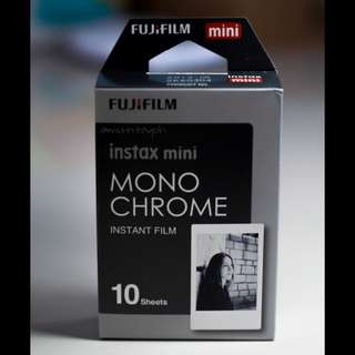 Fujifilm Refill Instax Mini Instant Film (Monochrome)