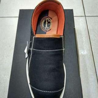 Sepatu carvil markos black original