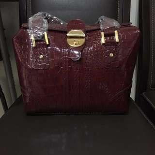 🚚 亮皮革 酒紅鱷魚紋 手提包