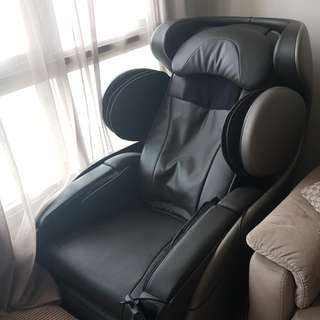 Flawless and almost new condition Osim Udivine Massage Chair!