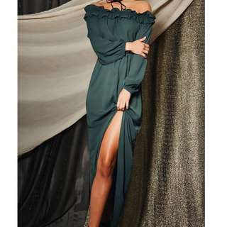 BNWT Green Off shoulder Dress size 8